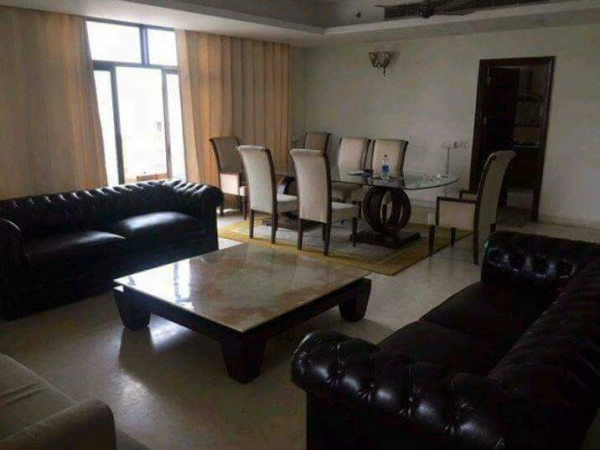 3 BHK Floor for Rent in Ansal Royale Residency Floors - Living Room