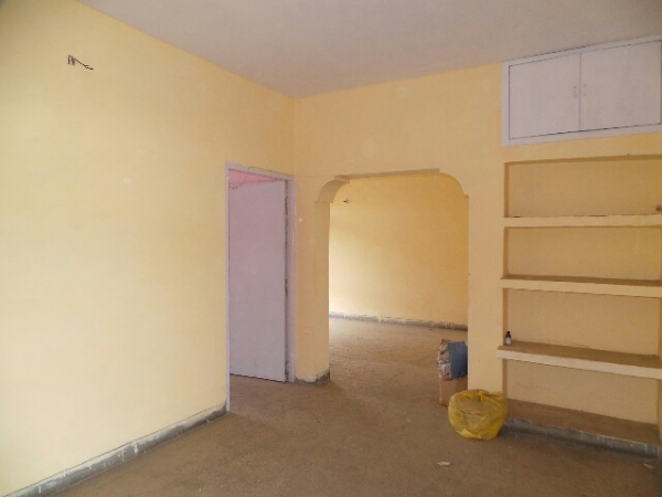 3 BHK Floor for Rent in Sector 16 Faridabad - Living Room