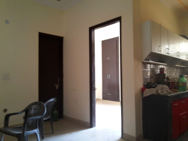 2 BHK Floor for Sale in Sector 62 Faridabad - Living Room