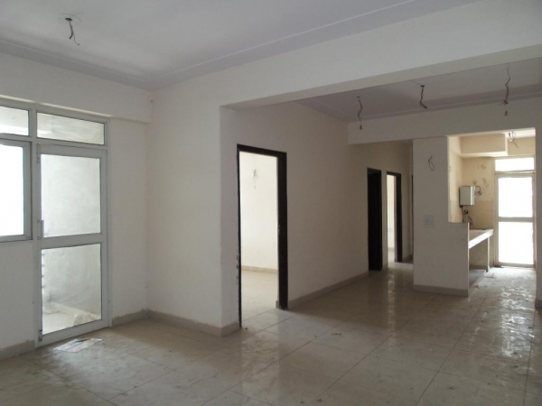 2 BHK Apartment for Rent in Mahagun Maple - Living Room