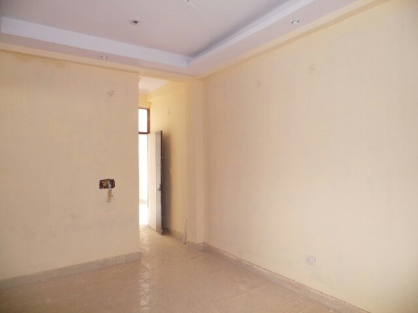 2 BHK Floor for Rent in Greenfield Colony Faridabad - Living Room