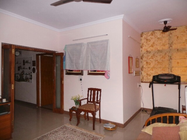 3 BHK Floor for Rent in Sector 37 Faridabad - Living Room