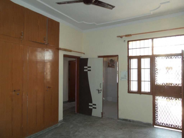 1 BHK Apartment for Rent in RWA GTB Enclave - Living Room