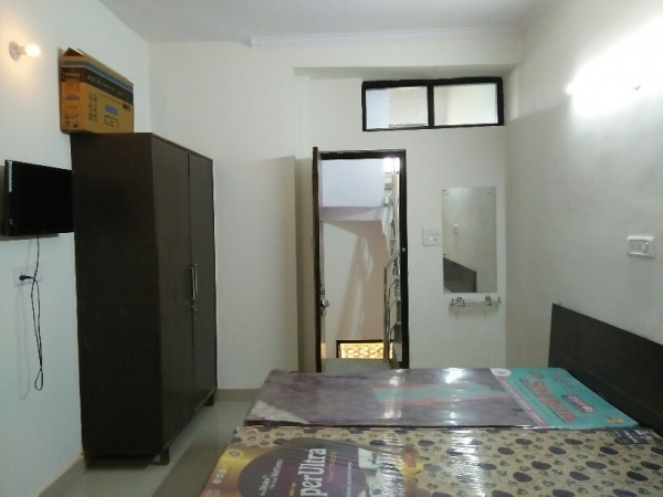 1 BHK Apartment for Rent in Ansal Sushant Lok 1 - Living Room