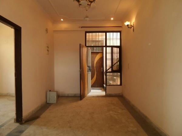 3 BHK Floor for Rent in Ashoka Enclave Faridabad - Living Room