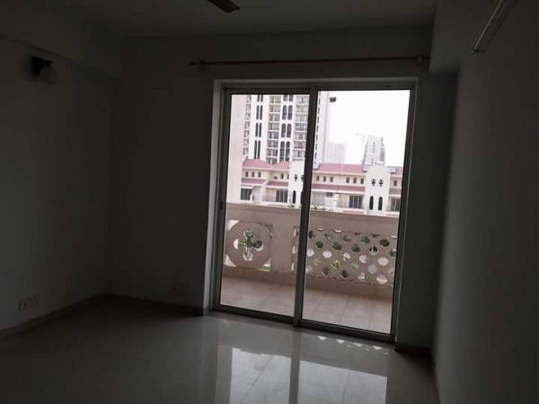 2 BHK Floor for Rent in Ansal Sushant Lok 1 - Living Room