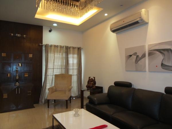 3 BHK Floor for Sale in Sector 121 Noida - Living Room