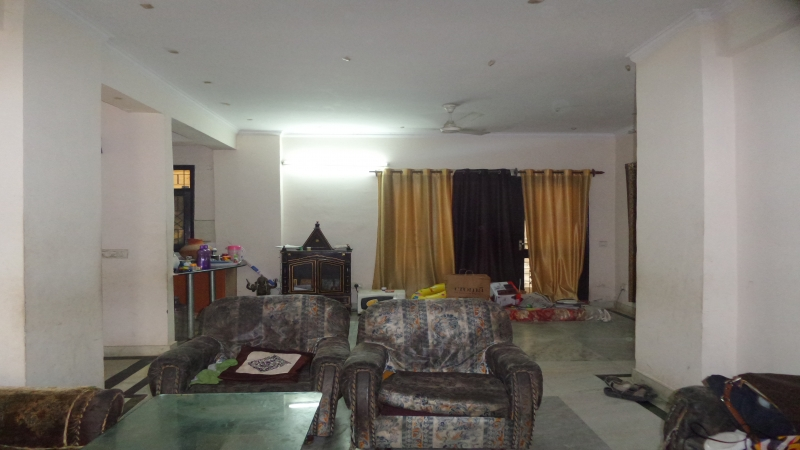 3 BHK Apartment for Rent in Parsvnath Bibhab Plaza Alpha-1 - Living Room