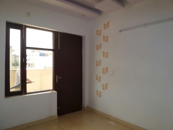 3 BHK Floor for Rent in Greenfield Colony Faridabad - Living Room