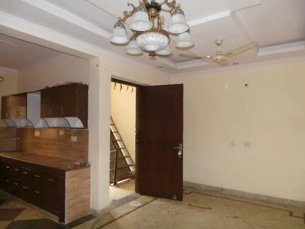 3 BHK Floor for Rent in Springfield Colony Faridabad - Living Room