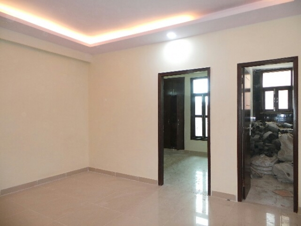 2 BHK Floor for Rent in Sector 31 Faridabad - Living Room