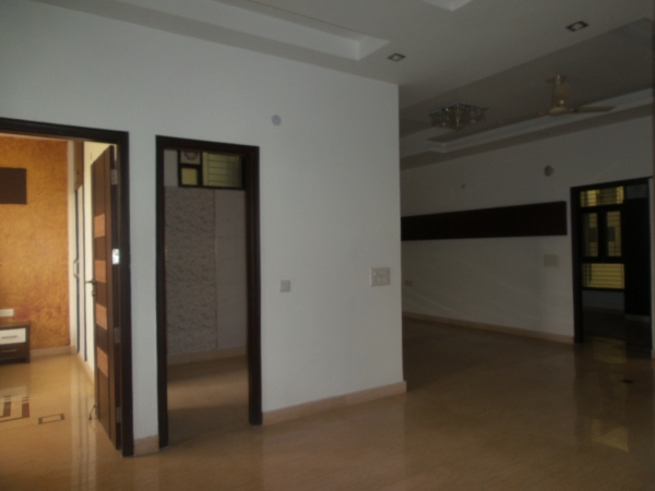 2 BHK Apartment for Rent in Assotech Yarrow Apartments - Living Room