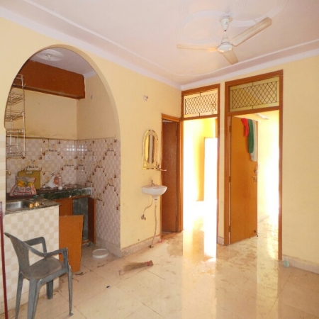 2 BHK Floor for Rent in Sector 35 Faridabad - Living Room