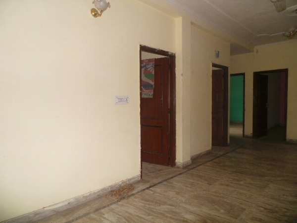 3 BHK Floor for Rent in Sector 8 Faridabad - Living Room