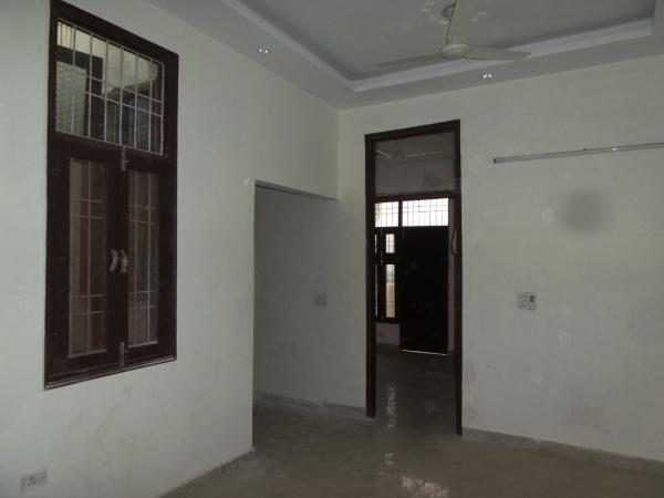 2 BHK Apartment for Rent in DDA Shubham Apartment - Living Room