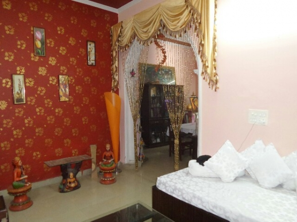 3 BHK Floor for Rent in Sector 35 Faridabad - Living Room