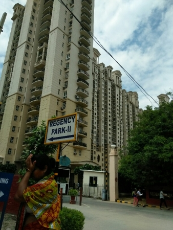 3 BHK Apartment for Rent in DLF The Regency Park Phase 2 - Exterior View
