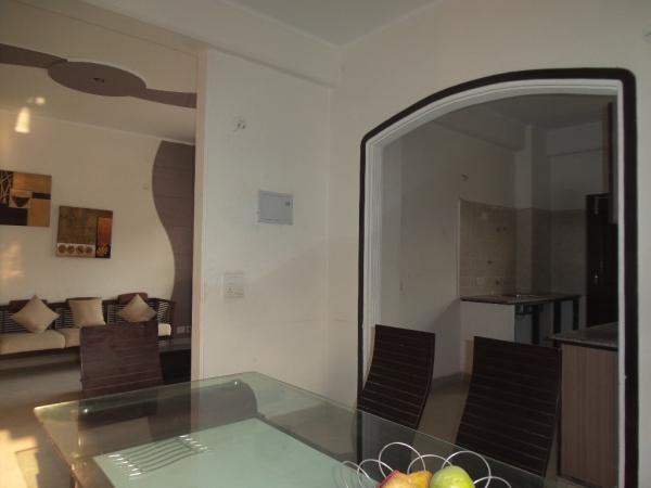 2 BHK Apartment for Rent in Natraj Vihar Apartments - Living Room