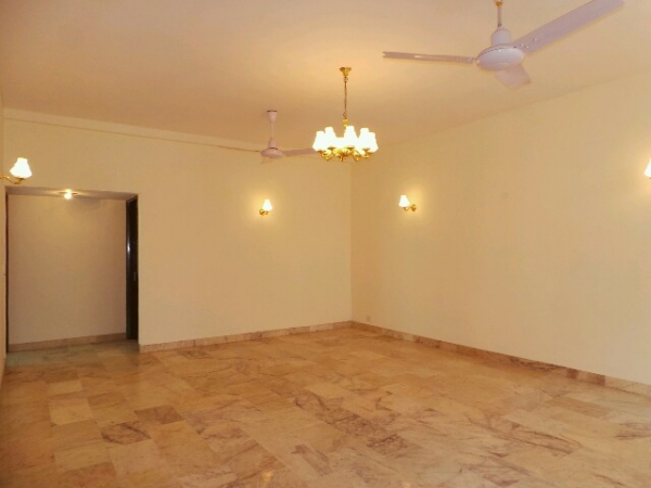 2 BHK Floor for Sale in Sector 15A Faridabad - Living Room