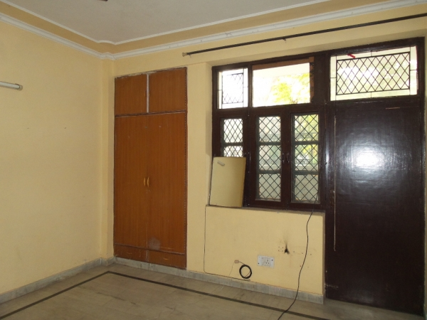 2 BHK Apartment for Rent in Gardenia Gateway - Living Room