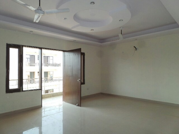 4 BHK Floor for Sale in Sector 37 Faridabad - Living Room