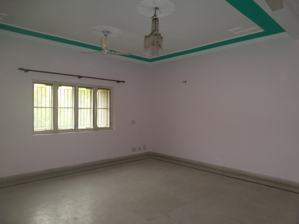 2 BHK Apartment for Rent in Antriksh Golf View - Living Room