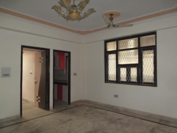 2 BHK Floor for Sale in Sector 71 Noida - Living Room