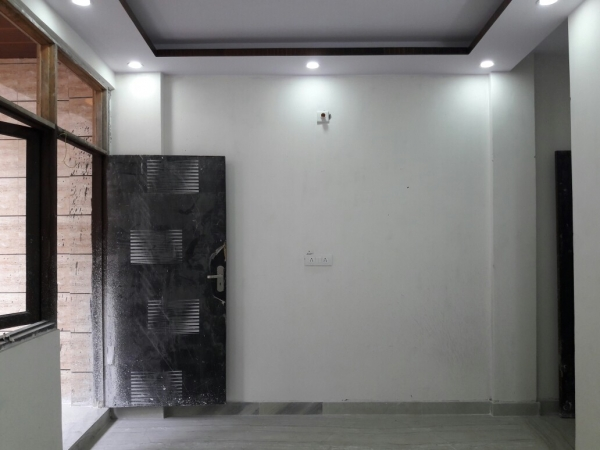 4 BHK Floor for Rent in Sector 91 Faridabad - Living Room