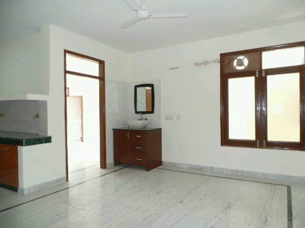 3 BHK Floor for Rent in Ashoka Enclave Faridabad - Living Room