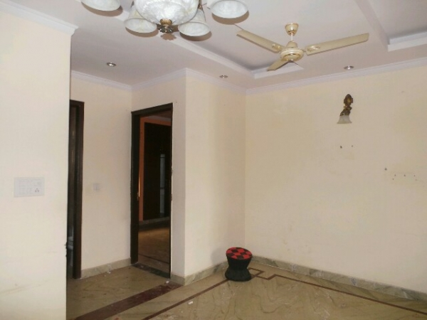 3 BHK Floor for Sale in Springfield Colony Faridabad - Living Room