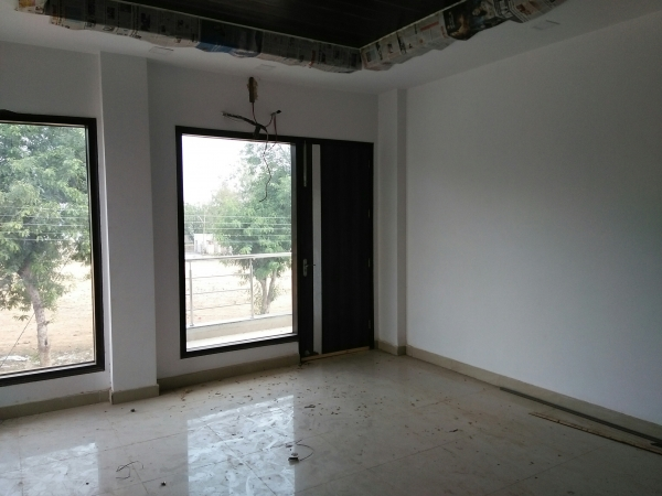 3 BHK Floor for Sale in Sector 55 Gurgaon - Living Room