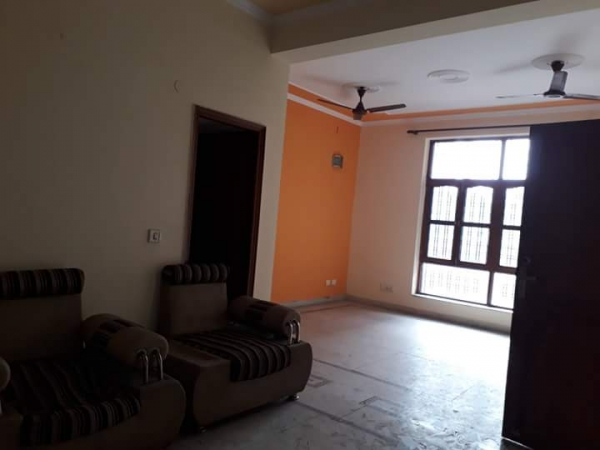 3 BHK Floor for Rent in Sector 57 Gurgaon - Living Room