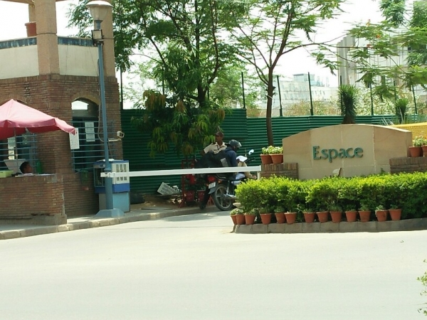4 BHK Floor for Rent in Unitech Espace Nirvana Country - Exterior View