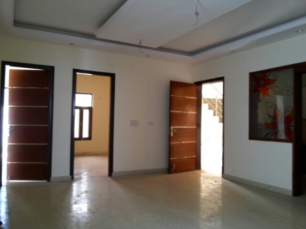 4 BHK Floor for Rent in Greenfield Colony Faridabad - Living Room