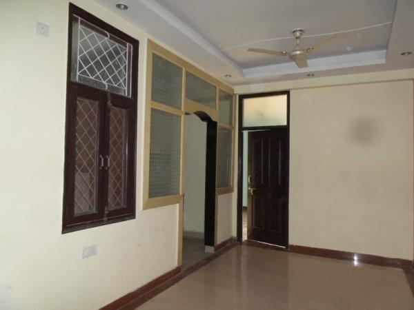 2 BHK Apartment for Rent in Taksheela Apartment - Living Room