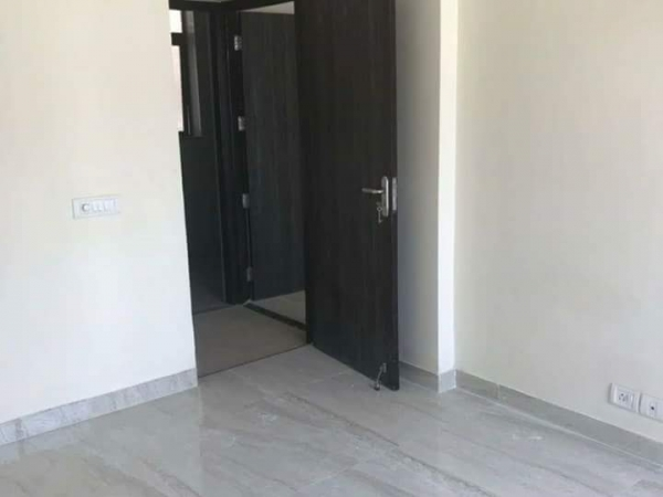 2 BHK Floor for Rent in Ansal Sushant Lok 2 - Living Room
