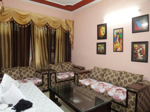 3 BHK Floor for Sale in Sector 35 Faridabad - Living Room