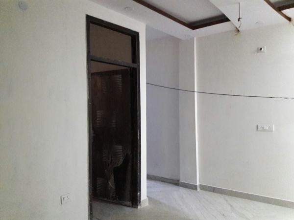 3 BHK Floor for Rent in Sector 91 Faridabad - Living Room