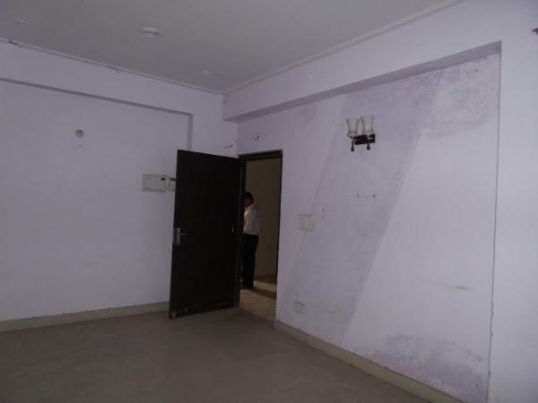 2 BHK Floor for Sale in Sector 46 Noida - Living Room