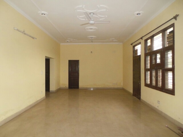 3 BHK Floor for Sale in Sector 28 Faridabad - Living Room