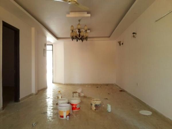 4 BHK Floor for Rent in Ashoka Enclave Faridabad - Living Room