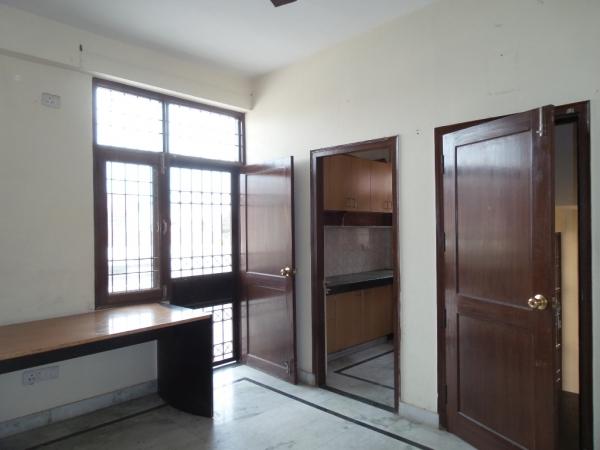 2 BHK Floor for Sale in RWA Jitar Nagar Block C - Living Room