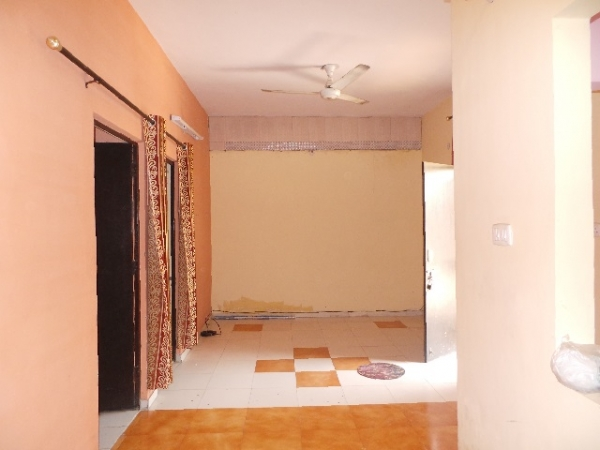 2 BHK Floor for Rent in Sector 91 Faridabad - Living Room