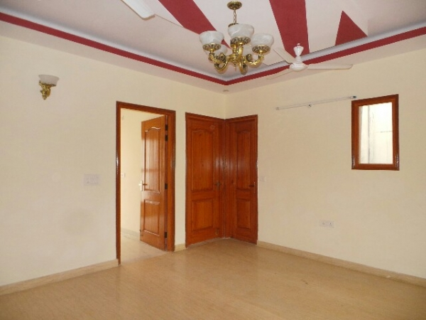 3 BHK Floor for Sale in Sector 37 Faridabad - Living Room