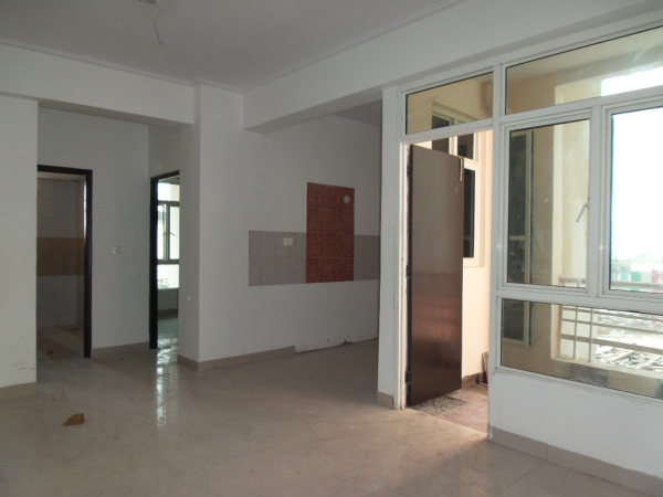 2 BHK Apartment for Sale in Antriksh Golf View Phase 2 - Living Room