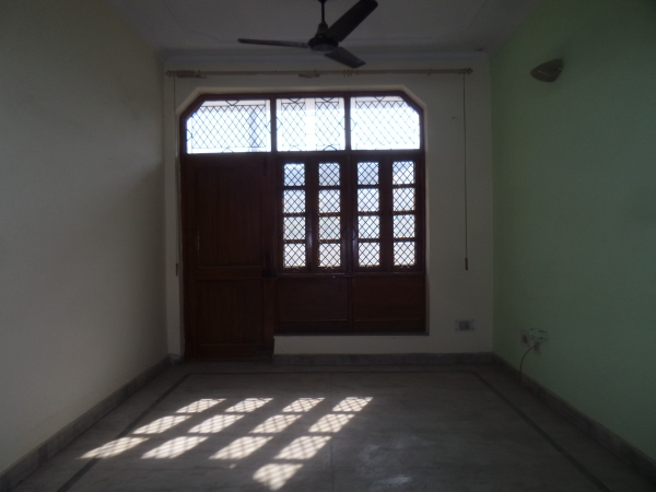 3 BHK Floor for Sale in Sector 30 Faridabad - Living Room