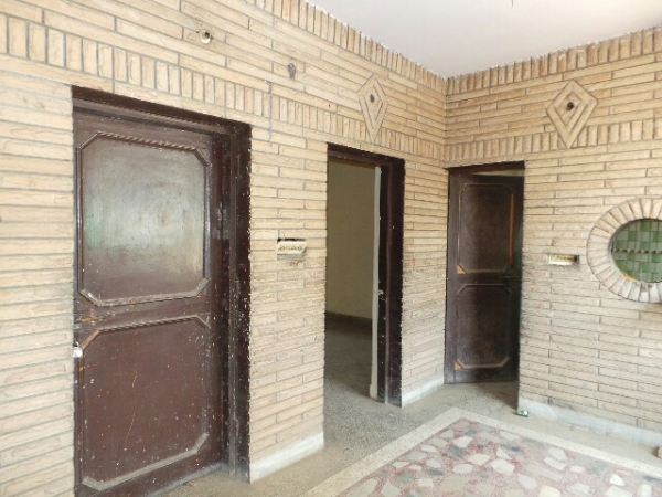 1 BHK Floor for Rent in Sector 17 Faridabad - Living Room