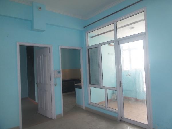 2 BHK Apartment for Rent in Mahagun Manor - Living Room