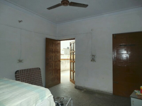 1 BHK Floor for Rent in Sector 16 Faridabad - Living Room