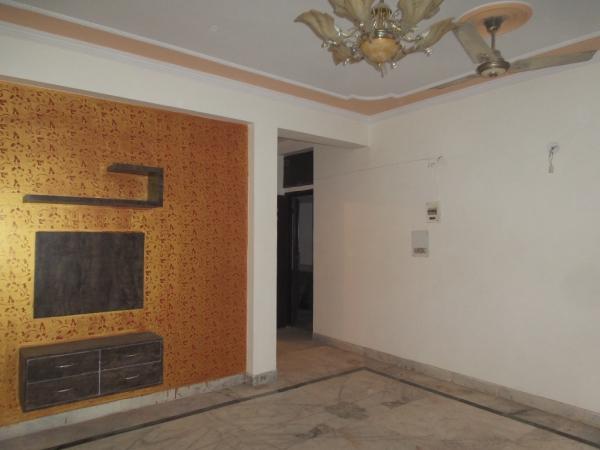 2 BHK Apartment for Rent in Rajdhani Nikunj Apartment - Living Room